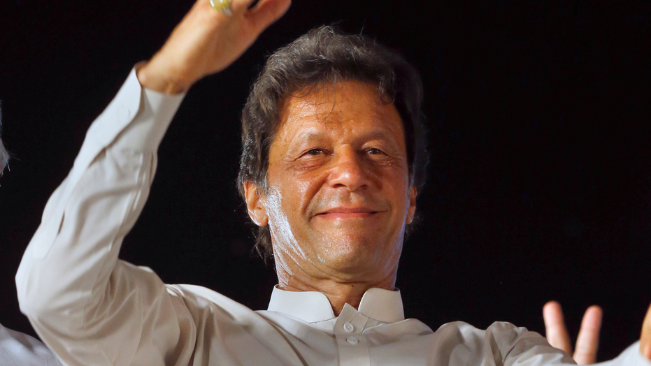 Pakistan Cricketer-turned-politician Khan Marries 3rd Time