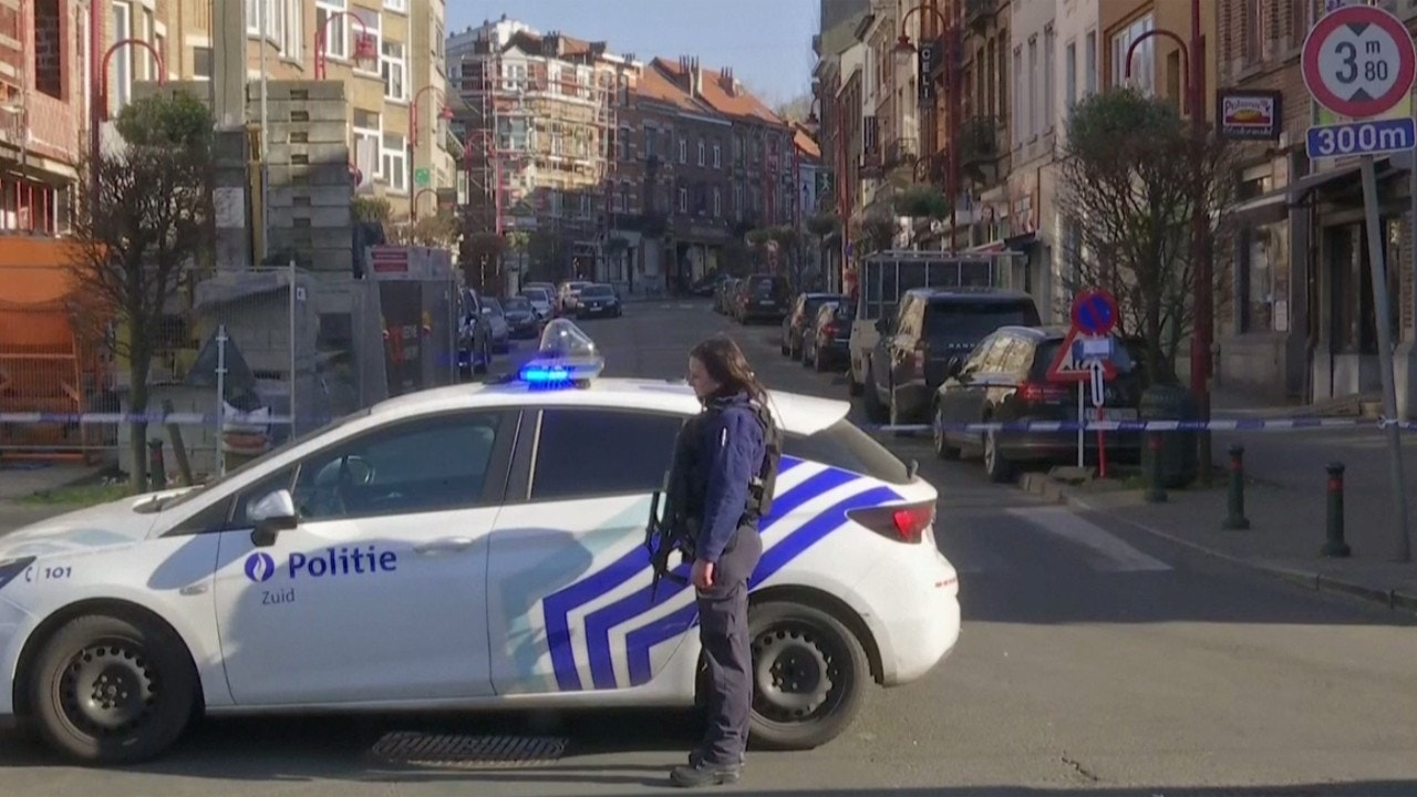 Police lock down part of Brussels amid reports of gunman