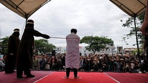 An Indonesian man is publicly caned for having gay sex in Banda Aceh, Aceh province, Indonesia May 23, 2017. REUTERS/Beawiharta - RC193EAF1E60