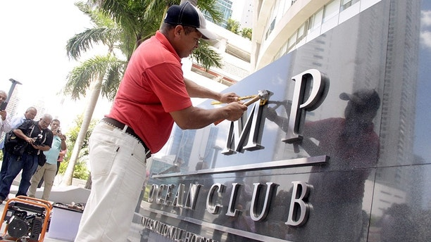 A worker removes the Trump name from the Trump Ocean Club International Hotel and Tower in Panama City, Panama March 5, 2018. REUTERS/Carlos Lemos NO RESALES. NO ARCHIVES - RC1122D8BFC0