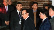 Former South Korean President Lee Myung-bak, centre,  gets into a car as he is transferred to a detention centre, at his residence in Seoul early Friday  March 23, 2018. A South Korea court issued an arrest warrant for ex-President Lee Myung-bak on corruption charges on Thursday. (Jung Yeon-je/Pool via AP)