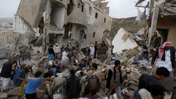 People search under rubble of a house destroyed by a Saudi-led air strike in Sanaa, Yemen August 25, 2017. REUTERS/Khaled Abdullah - RC1B65EE5830