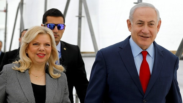 """Israeli Prime Minister Benjamin Netanyahu and his wife Sara attend a dedication ceremony of the """"Assuta"""" hospital in Ashdod, Israel December 21, 2017. REUTERS/Amir Cohen - RC1613A2A2D0"""