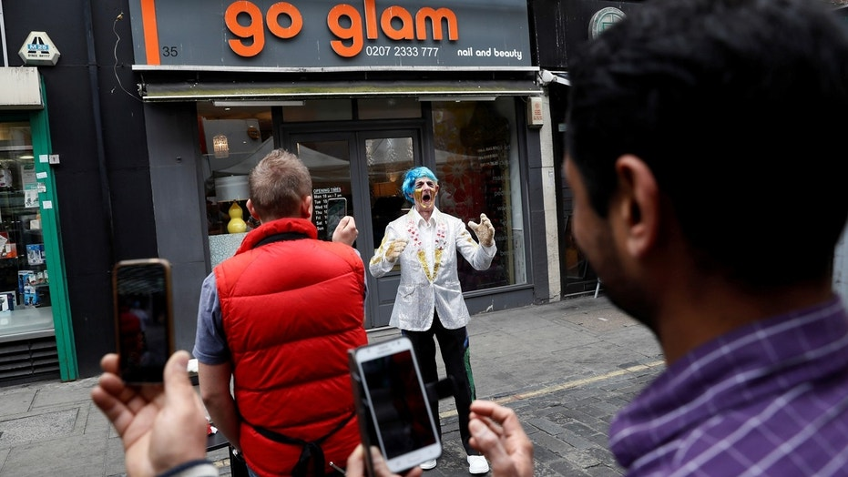 Street performers in London, known as buskers, will soon be able to be tipped using a contactless pay system.