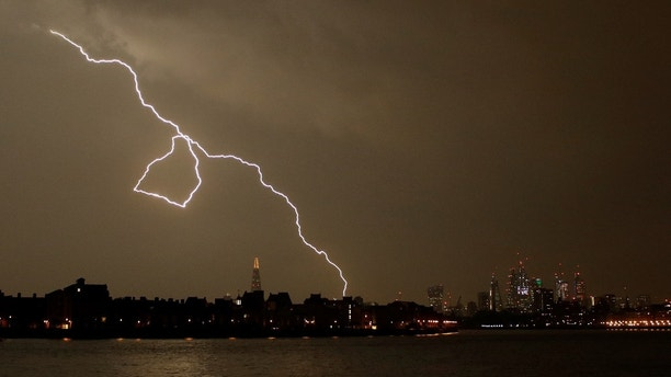 General view as lightning strikes over the city of London, Britain May 26, 2018. REUTERS/Tom Jacobs - RC1EE8FE1E10