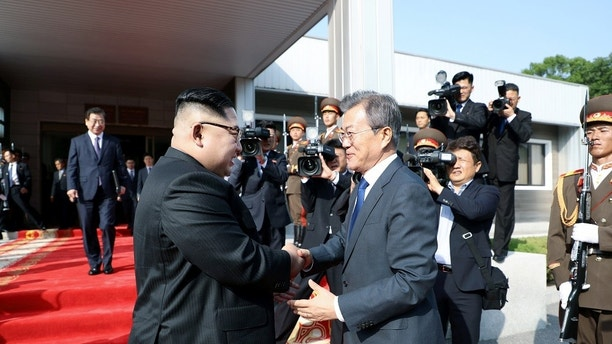 South Korean President Moon Jae-in shakes hands with North Korean leader Kim Jong Un as he leaves after their summit at the truce village of Panmunjom, North Korea, in this handout picture provided by the Presidential Blue House on May 26, 2018. Picture taken on May 26, 2018.     The Presidential Blue House /Handout via REUTERS ATTENTION EDITORS - THIS IMAGE WAS PROVIDED BY A THIRD PARTY - RC19A9B96500
