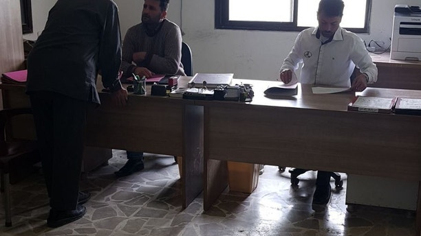 t2 Syrian opposition, out of jail space, fears threat of released ISIS prisoners Syrian opposition, out of jail space, fears threat of released ISIS prisoners 1526573454247