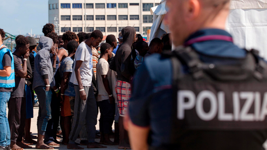 Stranded migrants to be taken to Spain, says French charity