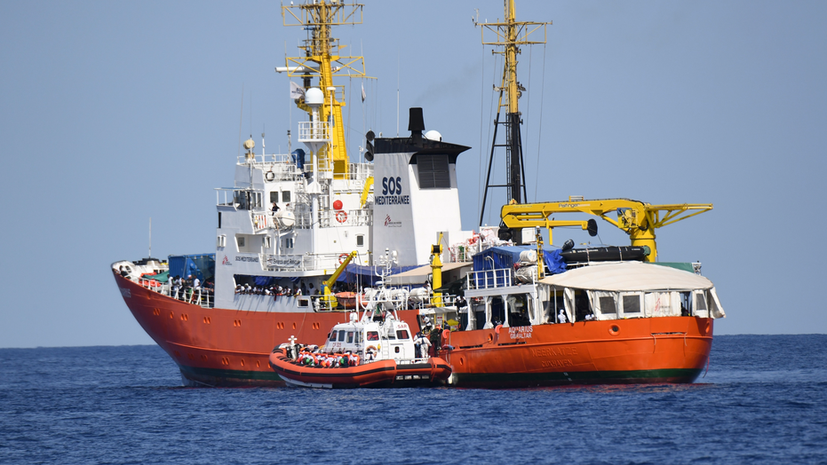 Rescue boat carrying over 900 migrants docks in Italy