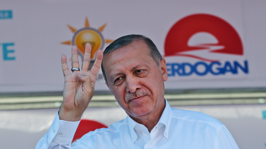 Turkey Opposition Candidate Blasts Erdogan at Massive Rally