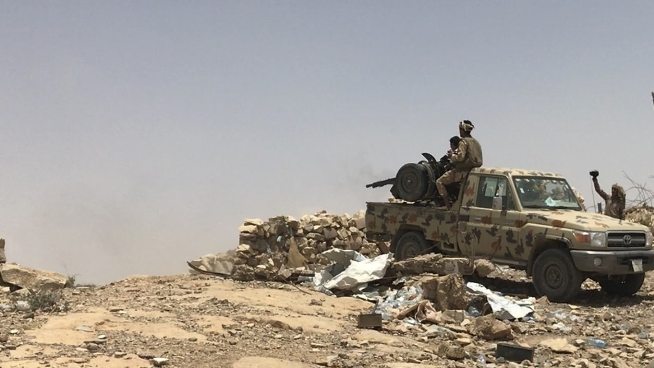 Yemen soldiers fire back at Houthi targets in Sana'a