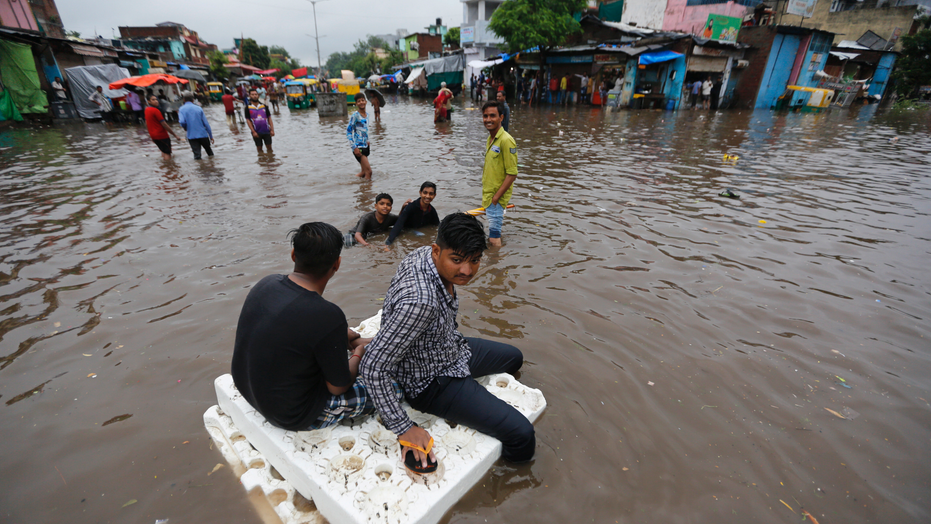 350 killed by floods in India's Kerala