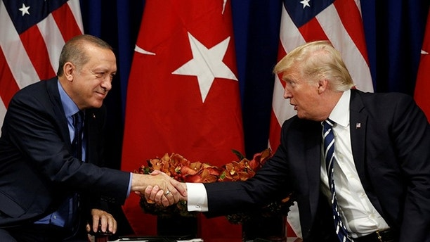 U.S. President Donald Trump meets with President Recep Tayyip Erdogan of Turkey during the U.N. General Assembly in New York, U.S., September 21, 2017. REUTERS/Kevin Lamarque - RC1DD61619F0