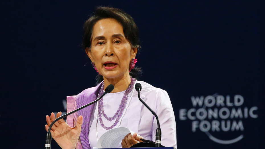 Aung San Suu Kyi defends jailing of Burmese journalists