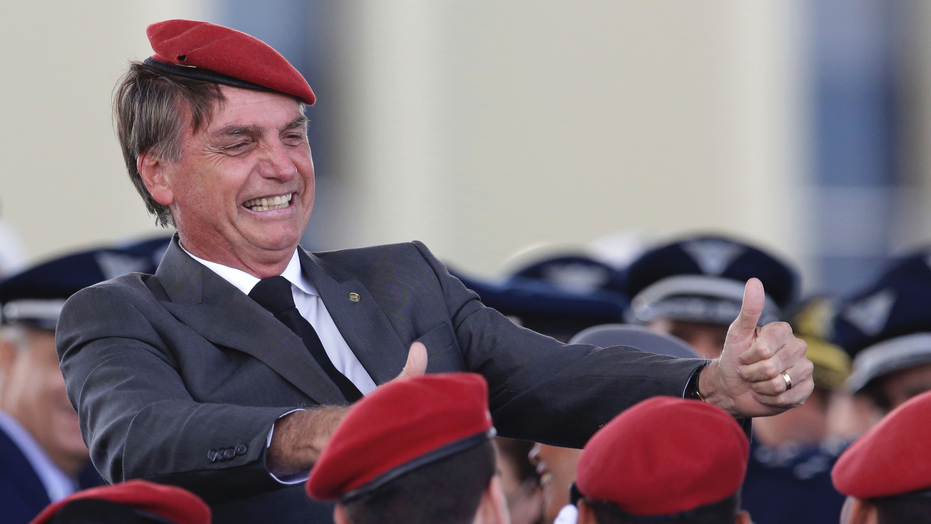 Jair Bolsonaro: Large protests against Brazil election front-runner