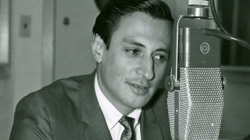 Jaime Jarrin - Locutor de los Dodgers para la estacion KWKW (1950s)