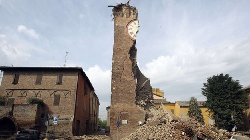 The old tower is seen collapsed after an earthquake in Finale Emilia May 20, 2012. A strong earthquake rocked a large swathe of northern Italy early on Sunday, killing at least three people and causing serious damage to the area's cultural heritage. The epicentre of the 6.0 magnitude quake, the strongest to hit Italy in three years, was in the plains near Modena in the Emilia-Romagna region of the Po River Valley. REUTERS/Giorgio Benvenuti  ( ITALY - Tags: DISASTER ENVIRONMENT TPX IMAGES OF THE DAY)