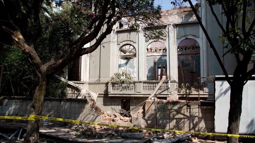 A damaged abandoned house is seen at the Juarez neighborhood after a strong earthquake jolted Mexico City, Friday, April 18, 2014. A powerful magnitude-7.2 earthquake shook central and southern Mexico but there were no early reports of major damage or casualties. (AP Photo/Eduardo Verdugo)