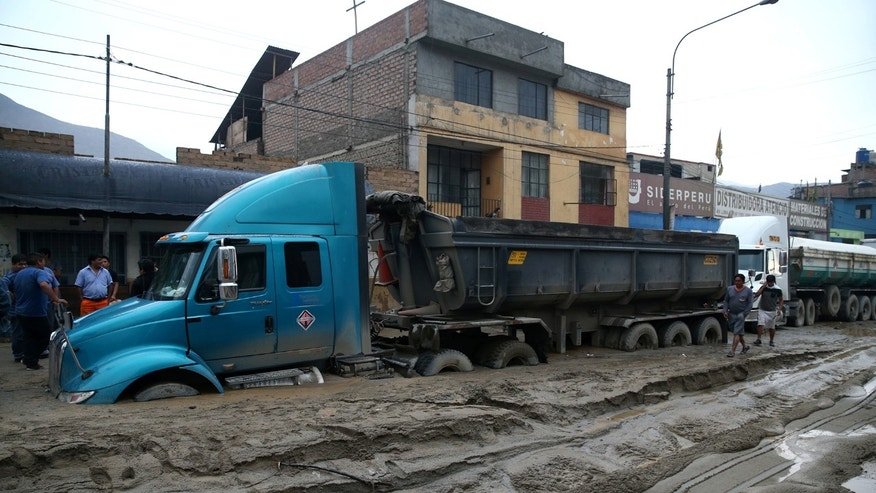 A truck is seen at the Central highway after a landslide and flood in Chosica, east of Lima, Peru March 16, 2017. REUTERS/Guadalupe Pardo - RTX31EGW