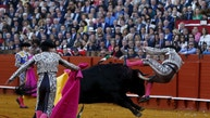 """Spanish banderillero Antonio Jimenez """"Lili"""" is gored by a bull during a bullfight at The Maestranza bullring in the Andalusian capital of Seville, southern Spain March 27, 2016. REUTERS/Marcelo del Pozo        TPX IMAGES OF THE DAY      - RTSCFRH"""