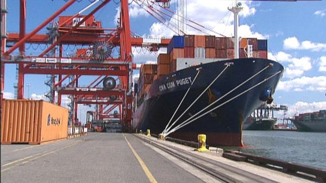 Port battle threatens trade