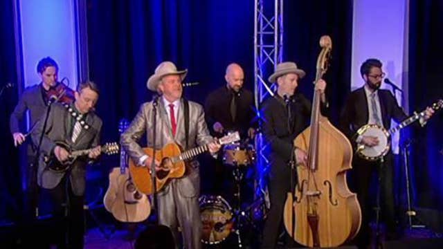 Robert Earl Keen performs 'Old Home Place'