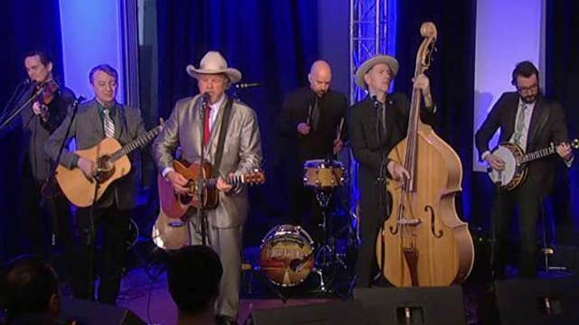 Robert Earl Keen performs 'T for Texas'
