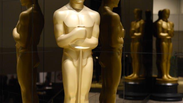 Who has the highest ratings as Oscar host?