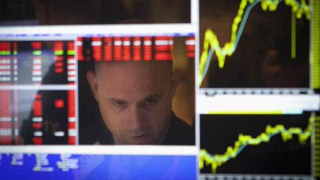 Global economy slows, dollar climbs