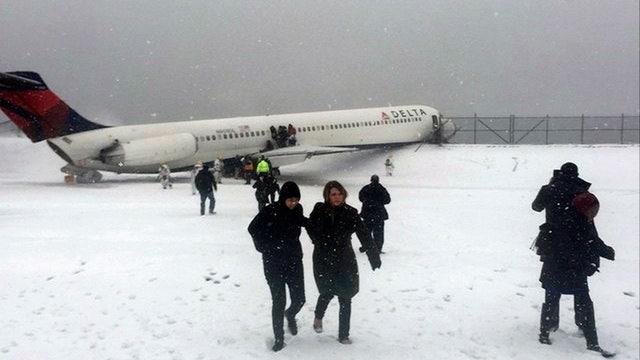 Delta plane skids off runway