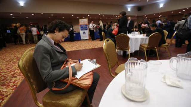 Weekly jobless claims rise to 320,000