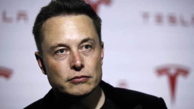 Elon Musk playing the media?