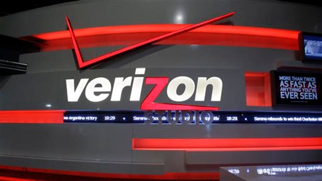 Verizon is rolling out a new TV package that allows subscribers to pair a base package with smaller channel packs. FBN's Jo Ling Kent, Jonathan Hoenig of Capitalist Pig and Scott Martin of United Advisors discuss.