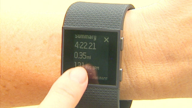 Digital Trends staff writer Malarie Gokey and FNC medical contributor Dr. Marc Siegel on the pros and cons of the Fitbit.