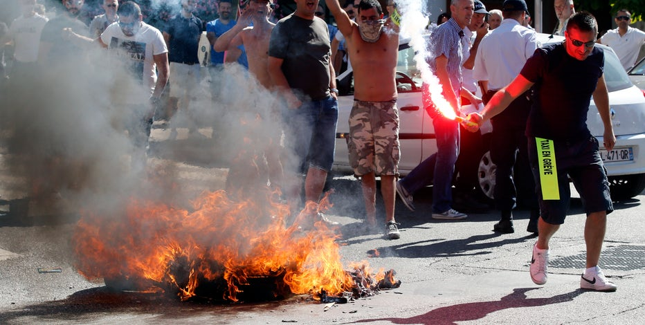 French cab drivers are burning cars and clashing with Police over Uber in Paris. FBN's Maria Bartiromo and Dagen McDowell with more.