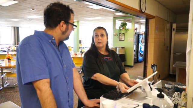 FBN's Charles Payne on the success of Kristina Rae's café and its founder Roxanna Mann.
