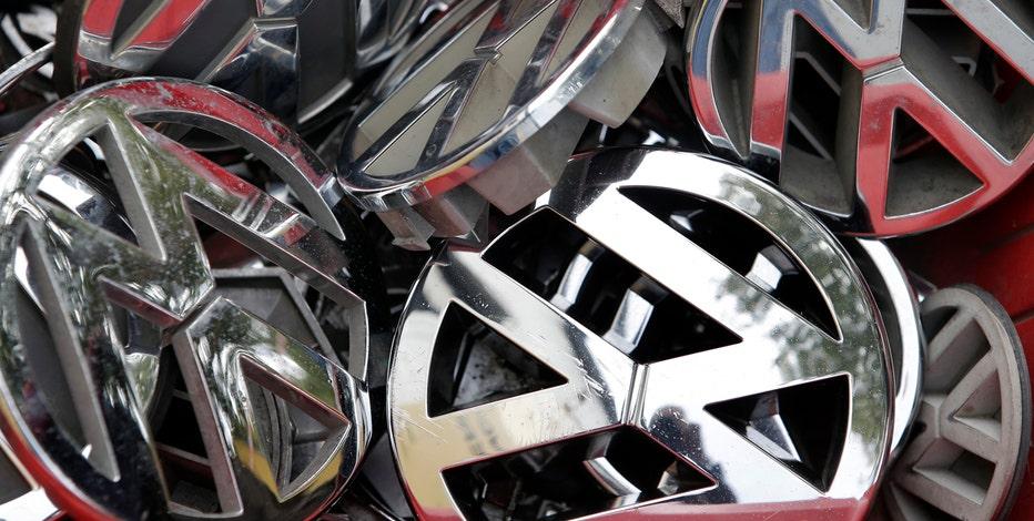 Former German Federal Minister of Economics Karl zu Guttenberg on the migrant crisis in Europe and Volkswagen's diesel emissions scandal.