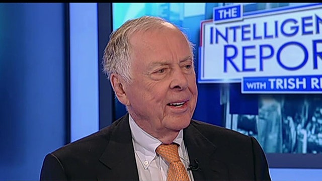 BP Capital Management Chairman Boone Pickens discusses what's impacting oil prices.