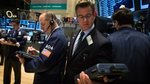 Major U.S. averages close in the red