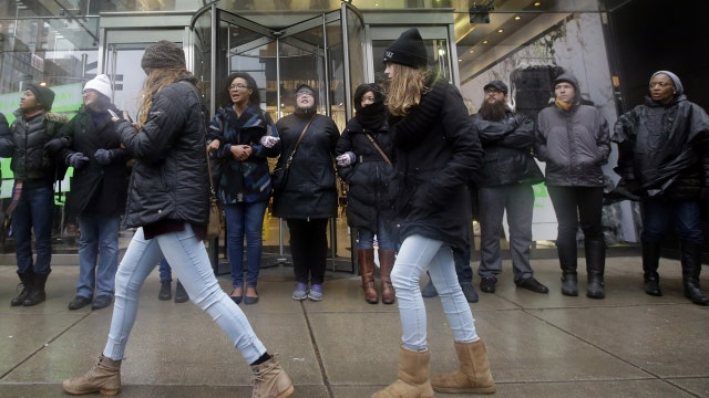 Protesters target Chicago's shopping area on Black Friday