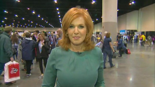 Liz Claman covers Berkshire Hathaway shareholder meeting