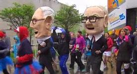 Buffett, Munger bobbleheads join the 'Invest in Yourself' 5K