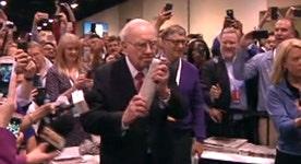 Warren Buffett, Bill Gates compete in the annual newspaper toss