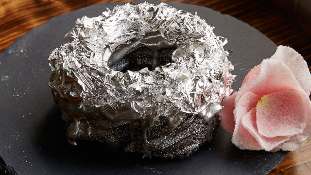 FOXBusiness.com's Jade Scipioni talks to Executive Chef Bjorn DelaCruz about his new $150 platinum donut.