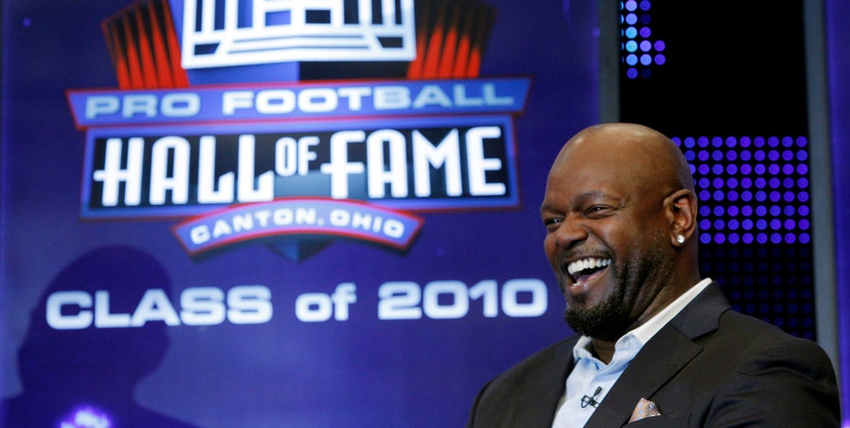 NFL Hall of Famer Emmitt Smith says it's a shame the NFL didn't support the Cowboys decal for slain cops.