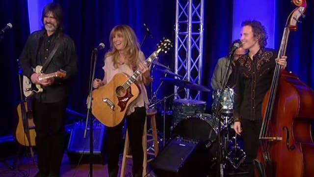 Larry Campbell & Teresa Williams sing 'Ain't Nobody for Me'