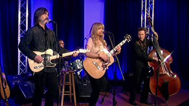 Larry Campbell & Teresa Williams sing 'Surrender to Love'