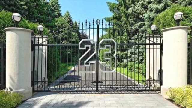 Michael Jordan seeking slam-dunk sale of Illinois mansion