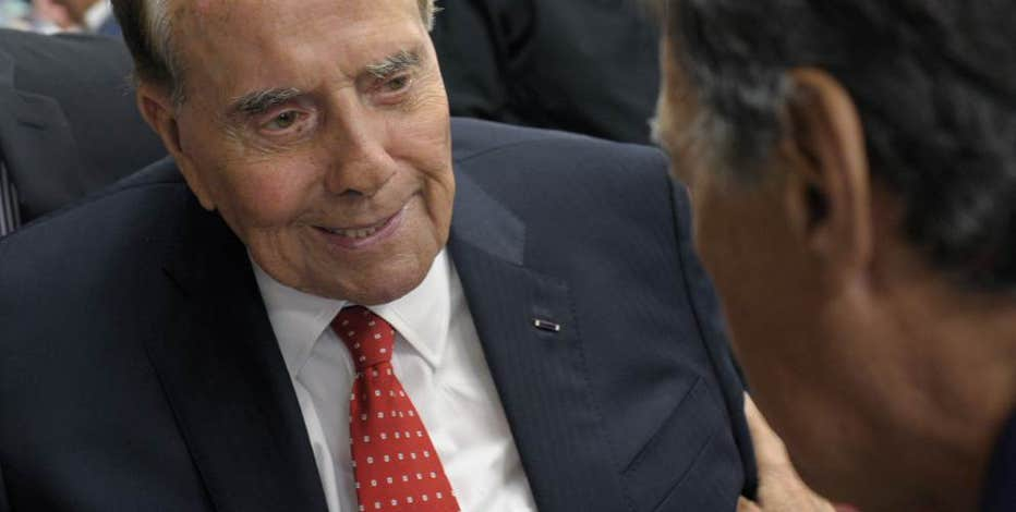 Former Senate Majority Leader Bob Dole on the debate over tech privacy and Tuesday's debate.