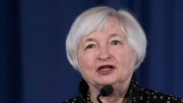 Yellen sets stage for December rate hike